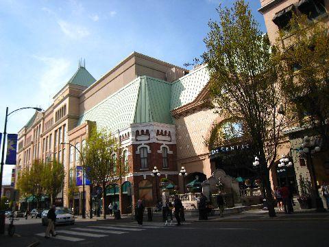 連百貨公司的建築都好漂亮呀