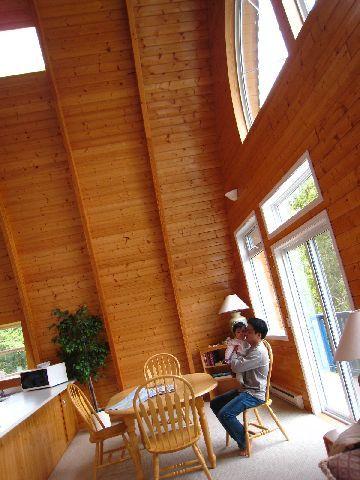 我們住的小木屋飯廳