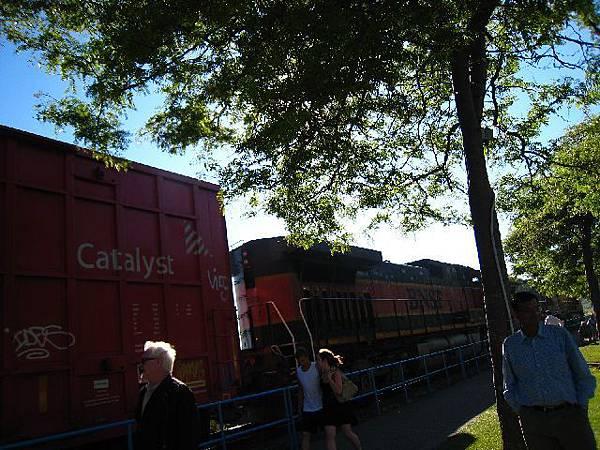 竟然有火車!