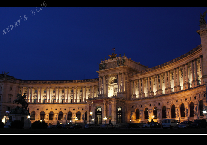 Hofburg at night.jpg