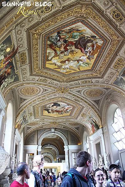 Vatican Museum17.jpg