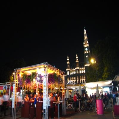 Film Festival at Rathauspl - 市政廣場前的電影節.JPG