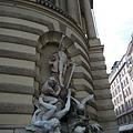 Hofburg皇宮外側的雕像噴泉.JPG