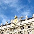 Hofburg皇宮屋頂的雕像.JPG