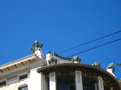 Roof of Linke Wienzeile 38-38號公寓上的雕像.JPG