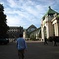 右邊是Palmenhaus Burggarten城堡花園溫室.JPG