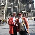 Stephansdom史蒂芬大教堂前推銷莫札特音樂會的男生