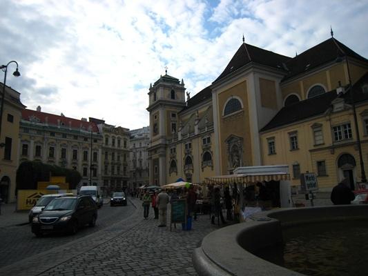 Freyung夫萊溫格廣場及Schottenkirche修登教堂.JPG