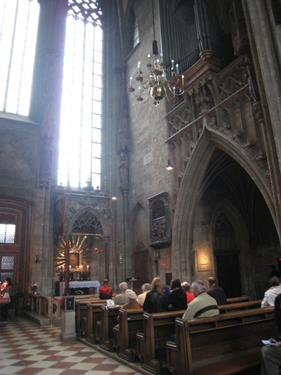 Inside of Stephansdom史蒂芬大教堂內部-4.JPG