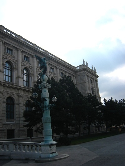 Kunsthistorisches Museum藝術史博物館前的雕像-2.JPG
