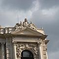 Roof of Burgtheater城堡劇院屋頂.JPG