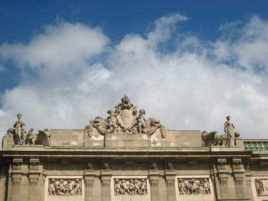 Statue on the roof of Neue Burg新皇宮屋頂雕像-4.JPG
