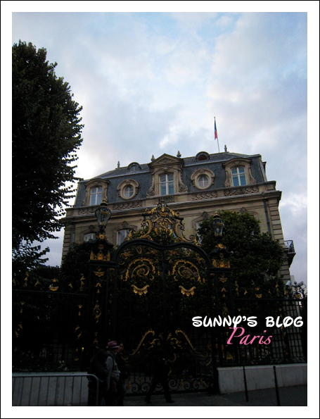Along Champs-Élysées 5.JPG