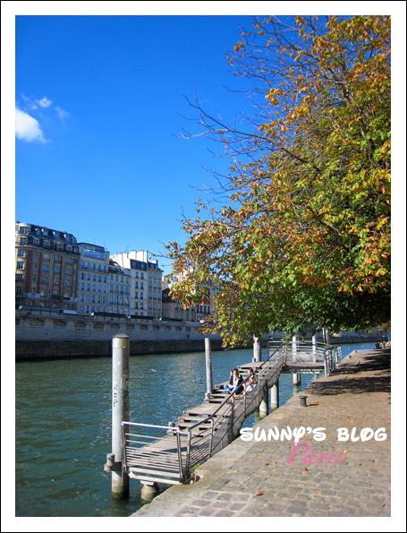 Along Seine River 1.JPG