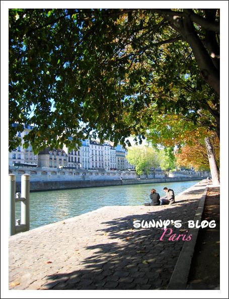 Along Seine River 4.JPG