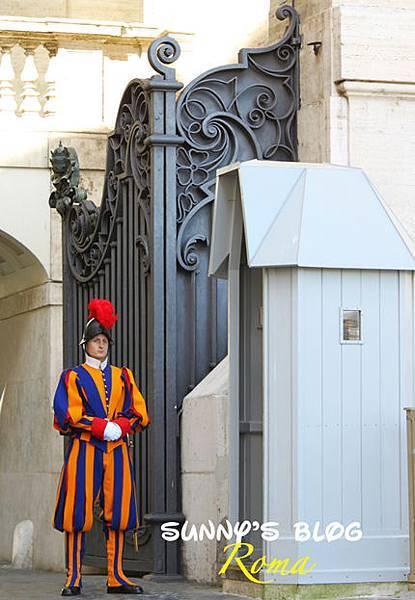 Vatican Guards01.jpg