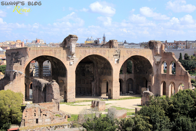 Roman Forum 03 - Basilica of Maxentius.jpg