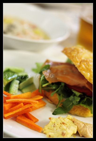 smoked salmon sandwich dinner3.jpg