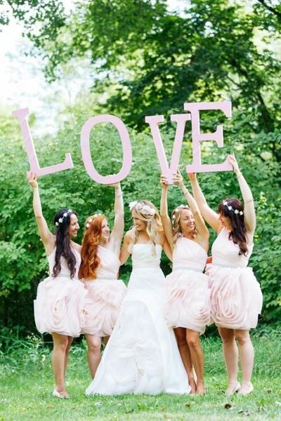 bridesmaid poses7.jpg