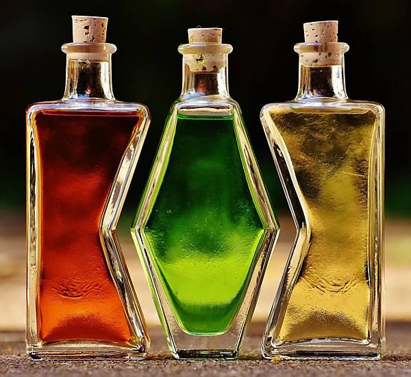bottles-1640819_1920.jpg