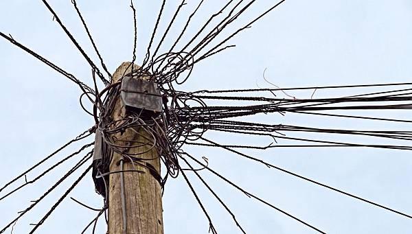 19. Messy Wiring.jpg