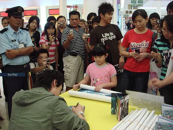 陈势安《隆重登场》专辑签唱会- Batu Pahat Mall