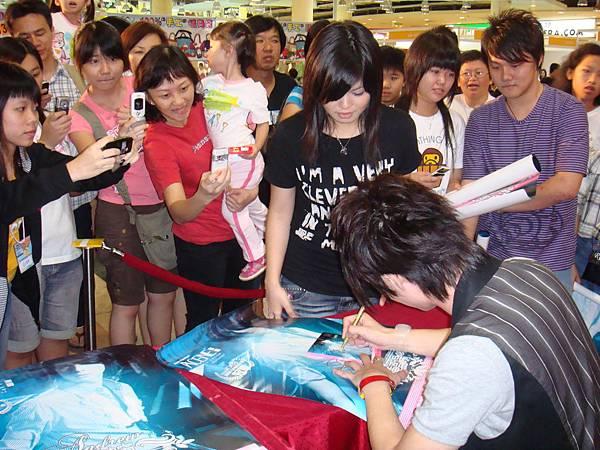 陈势安《隆重登场》专辑签唱会- Selayang Mall, KL