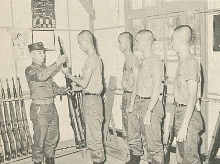 中國陸軍畫刊5809中山室槍架