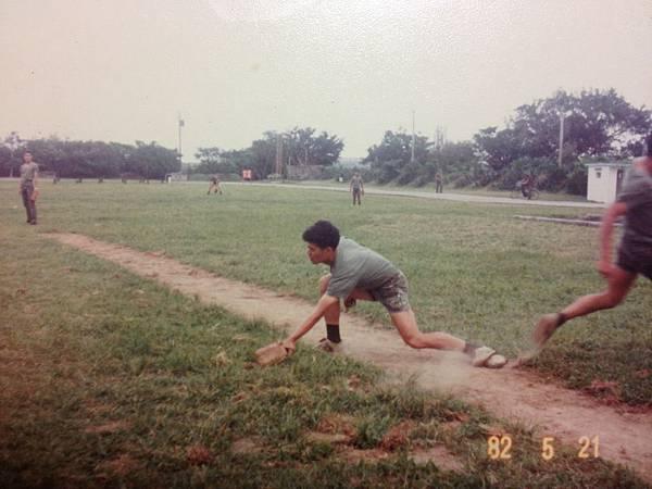圖18-1--71年5月210師步5營花蓮民意營區官兵休閒活動