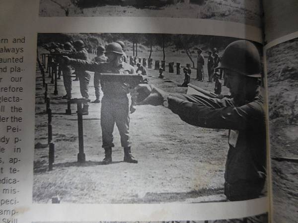 中國陸軍畫刊187期69年6月主官武藝競賽-11.JPG