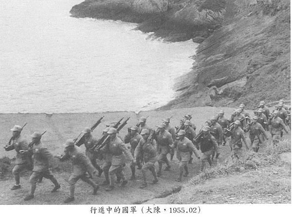 蔣經國總統照片集(國史館91年)-11民國44年大陳MG42機槍-1