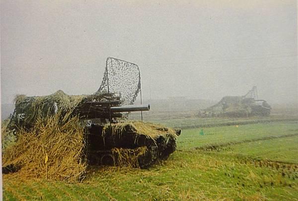 中國陸軍畫刊7006-2聯勤自製自走砲野戰測試