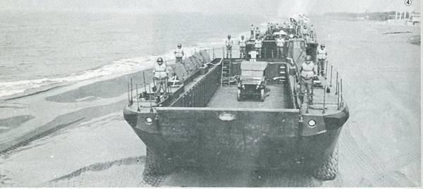 中國陸軍畫刊6410-2大拉克車-1