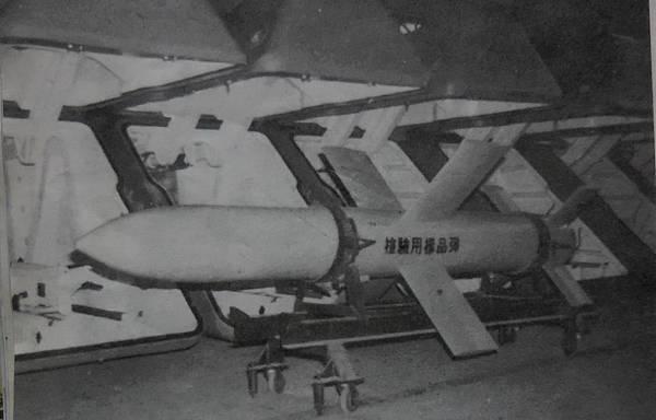 勝利之光9304雄蜂一式飛彈建新40號