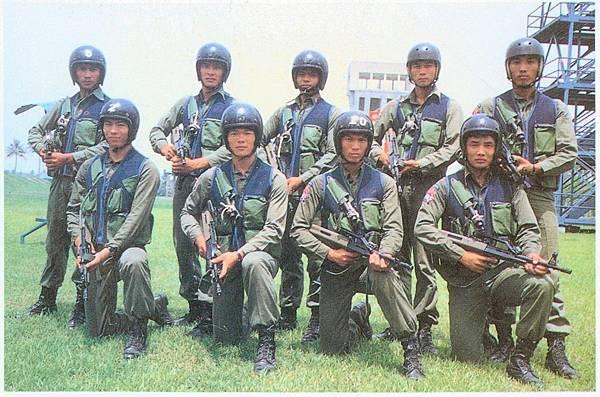 國軍與國家民8012-高空排68式.jpg