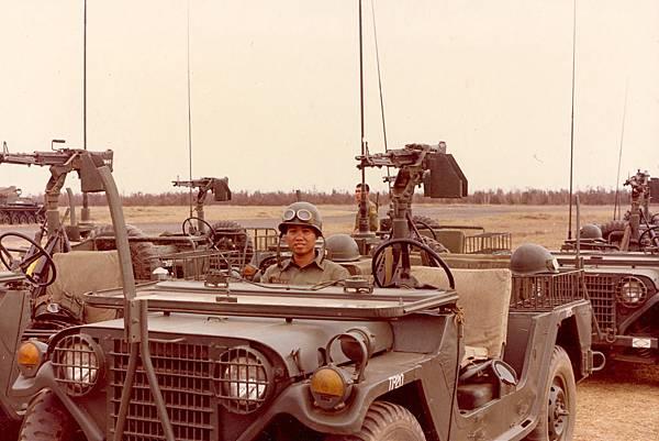 砲兵前觀M151.jpg