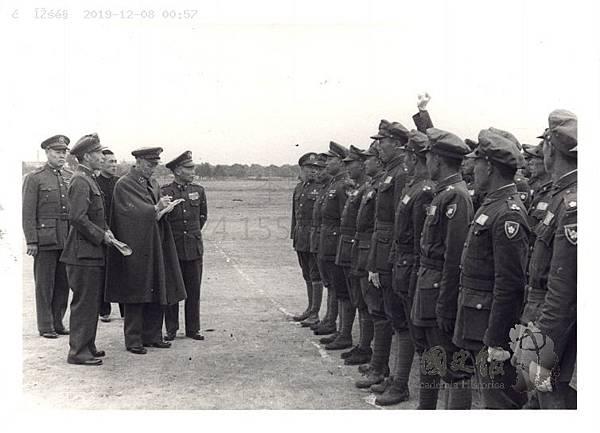 民國36年10月7日蔣中正檢閱208師北平-3.jpg