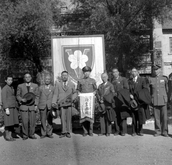 民37年10月北平台灣慰勞團208師-1.jpg