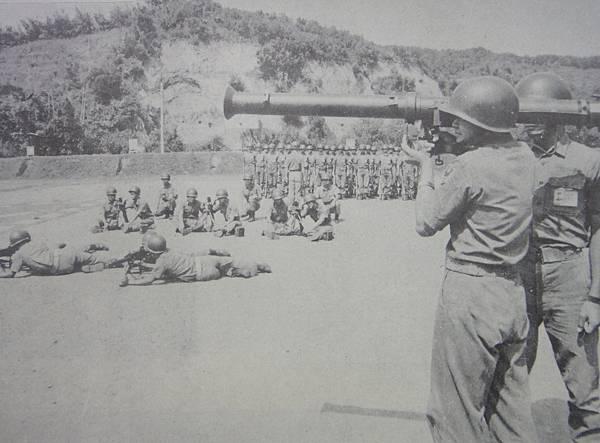 勝利之光5912-1陸軍最優連隊3.5吋火箭筒.jpg
