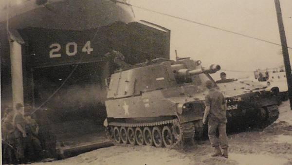 美軍M108砲車204中字號.jpg