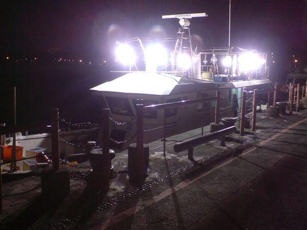 剛靠岸的漁船.JPG