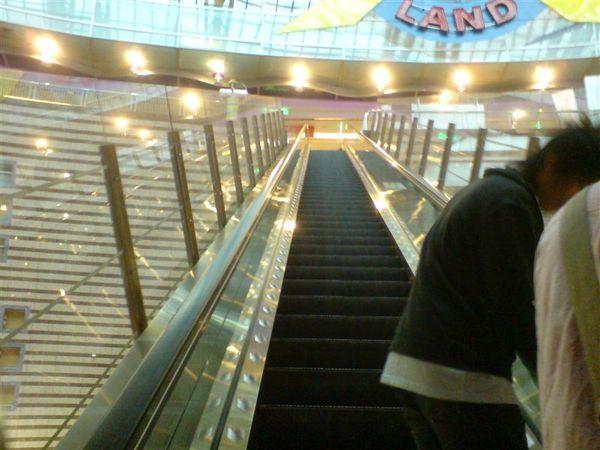 跨越百貨公司的電梯02