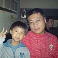 阿成哥[右]跟他孩子[左]