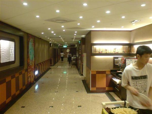 走廊也很大.JPG