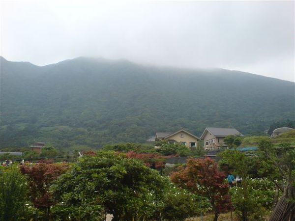 隱約的山.JPG