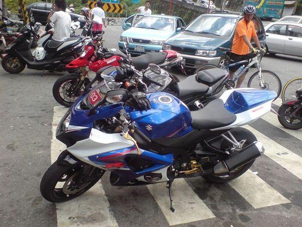 SUZUKI  GSR R1000.JPG