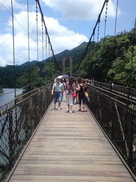 吊橋上一拍.JPG