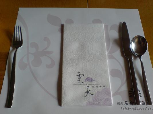 桌面上的餐具
