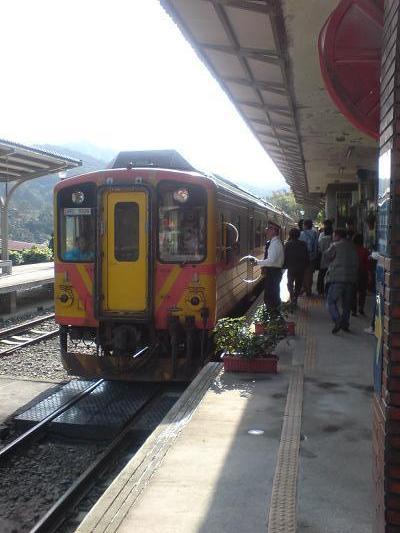 火車來囉~~
