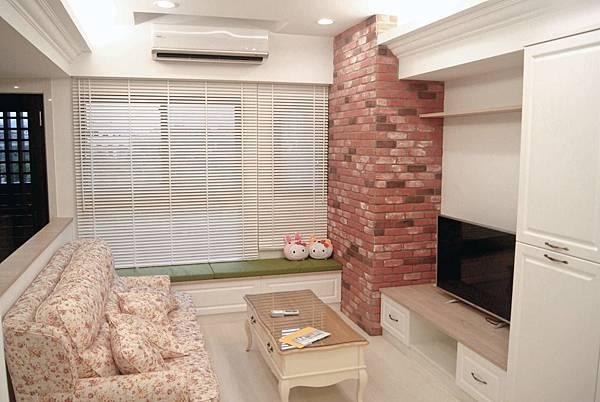 新莊張公館4F-客廳-沙發-電視牆.jpg